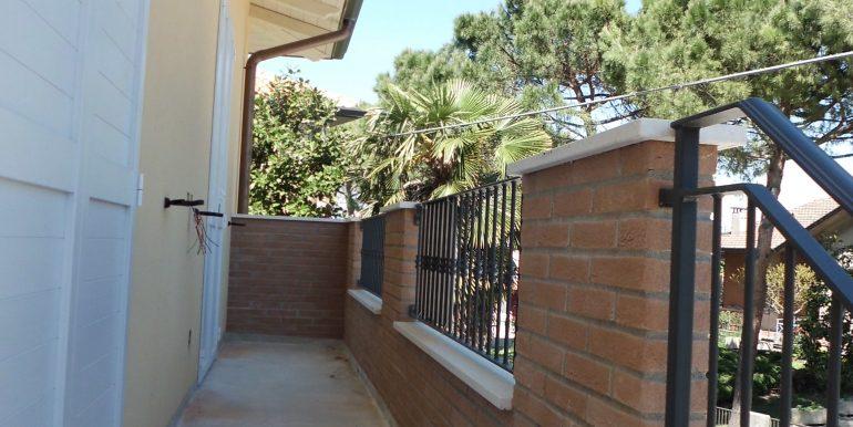 Appartamento indipendente a Castiglione di Cervia balcone ingresso