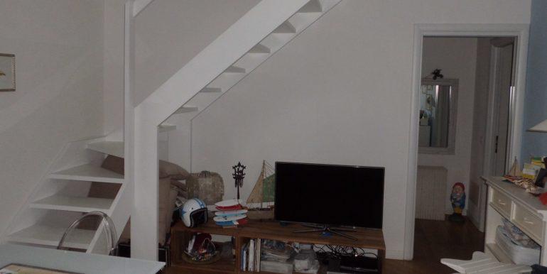 Signorile appartamento a Pinarella angolo tv