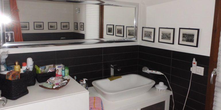 Signorile appartamento a Pinarella bagno