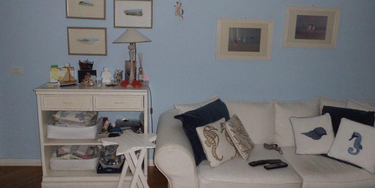 Signorile appartamento a Pinarella soggiorno divano