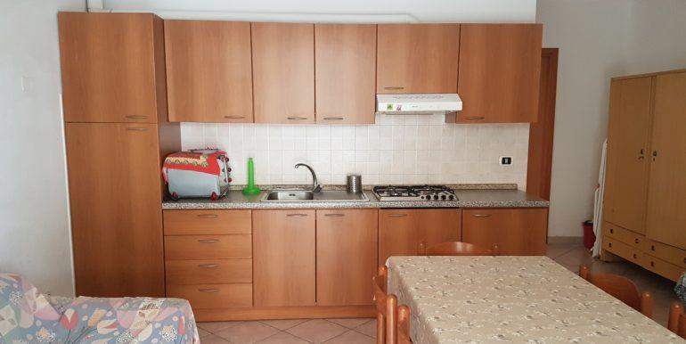 Bilocale in vendita a Pinarella cucina2