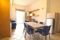 Appartamento al primo piano a Pinarella Soggiorno angolo cottura