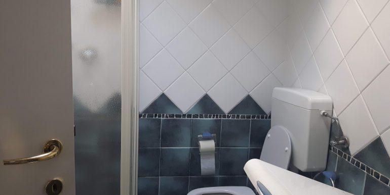 Ampio appartamento in vendita a Pinarella bagno mansarda