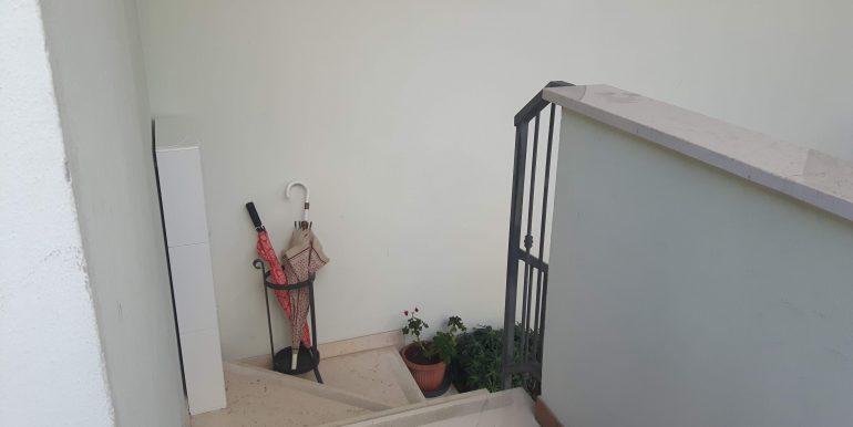 Ampio appartamento in vendita a Pinarella scala ingresso