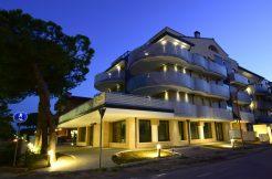 Appartamento su due livelli in vendita a Cervia esterno