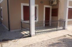 Trilocale fronte pineta in vendita a Pinarella ingresso privato