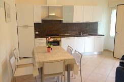 Appartamento arredato Pinarella di Cervia soggiorno angolo cottura angolo cottura
