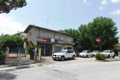Edificio residenziale e commerciale in vendita